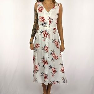 ✨BRAND NEW✨Sleeveless White Floral Sundress